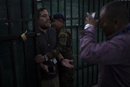 Así impidieron el acceso de periodistas a la Casa Presidencial de El Salvador (Gentileza El Faro)