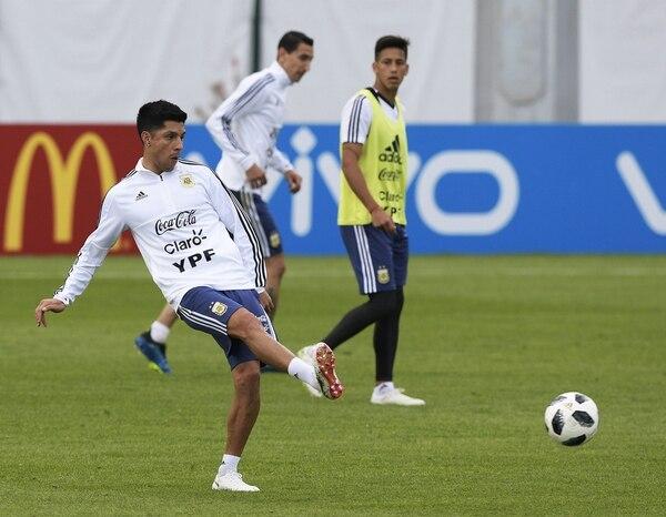 Enzo Pérez entrenó diferenciado y es la única duda de Jorge Sampaoli (AFP)