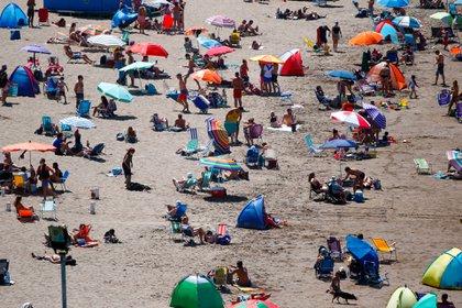 """""""La ocupación es baja pero coherente con el año que vivimos. Las playas ya bastante ocupadas están, no puede estar desbordadas. La demanda es baja pero tiene que ver con la temporada"""", dijo Rodrigo Sanz, integrante de la Comisión de Turismo del Colegio de Martilleros de Mar del Plata"""