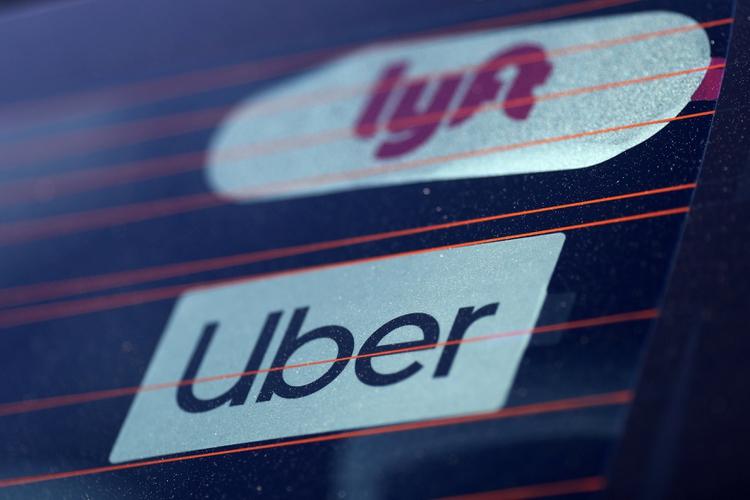 Desde la llegada de los viajes compartidos comenzó una ola de suicidio de taxistas en Nueva York. (REUTERS/Lucy Nicholson)