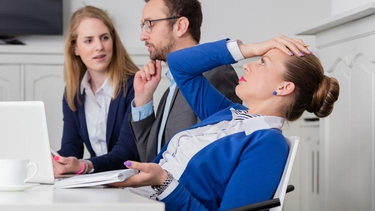 Muchas veces la incomodidad en el trabajo radica en las dificultades que nos ponen nuestros propios compañeros, clientes o jefes (Getty)