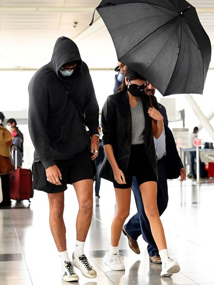 "Kaia Gerber y Jacob Elordi, fueron fotografiados cuando llegaron al aeropuerto internacional JFK de Nueva York. El actor de ""Kissing Booth"" de 23 años y la modelo de 19 años acaban de confirmar su relación amorosa (Foto: Splash News/The Grosby Group)"