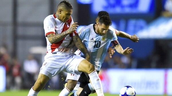 Paolo Guerrero dio positivo en el partido disputado ante Argentina en la Bombonera, por las Eliminatorias Sudamericanas (Getty)