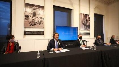 Santiago Cafiero, Martín Guzmán, Matías Kulfas, Luis Basterra, en los anuncios de la semana pasada.