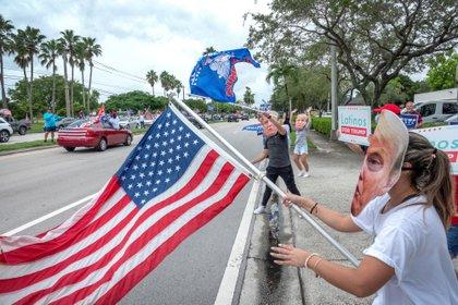 Caravana de apoyo a la reelección de Trump reúne a miles de partidarios en Miami (EFE/EPA/CRISTOBAL HERRERA-ULASHKEVICH)