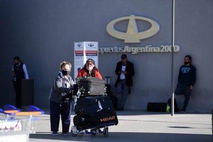 Una imagen del Aeropuerto Internacional de Ezeiza con los protocolos por la pandemia de covod-19