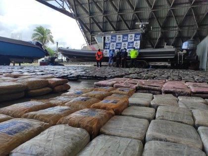 El cargamento de 2,6 toneladas de marihuana incautado por la Armada Nacional. Foto: Armada Nacional.