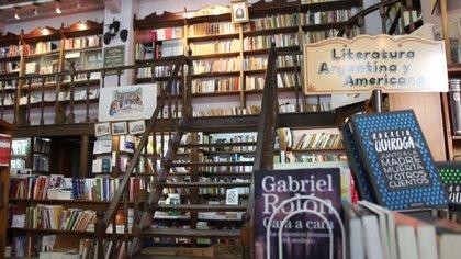 La librería posee alrededor de 100 mil libros