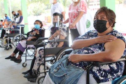 Sólo se pide CURP, comprobante de domicilio y folio de registro de la página: enmivacuna.salud.gob.mx Foto: (Facebook Fernando Vilchis)