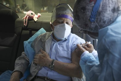 20/03/2021 Vacunación de personas mayores en Perú POLITICA  CONTACTOPHOTO