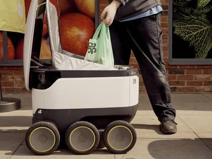 Un robot de Starship en Milton Keynes, Iglaterra (Ben Quinton/The New York Times)