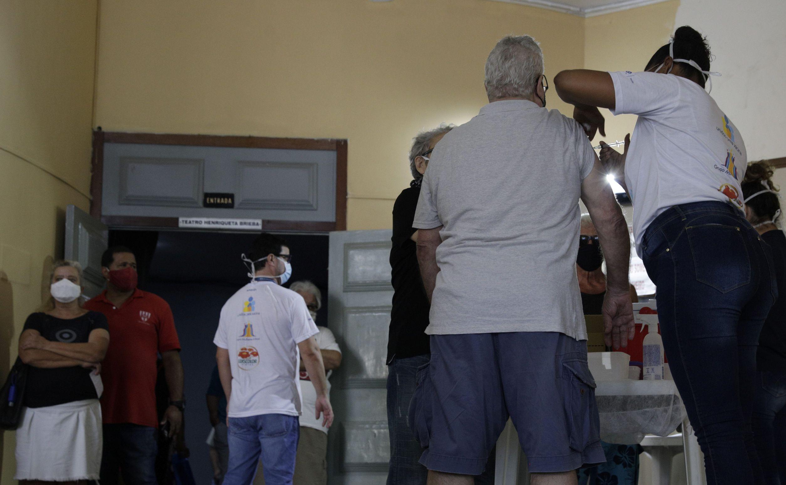 La variante brasileña P1 está detrás de la mortífera oleada de COVID-19 en el país y ha suscitado alarma a nivel mundial (REUTERS)