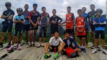 Los niños y su entrenador, rescatados de la cueva en Tailandia