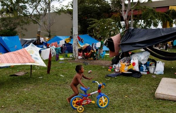 Venezolanos viven en la calle en Brasil (Reuters)