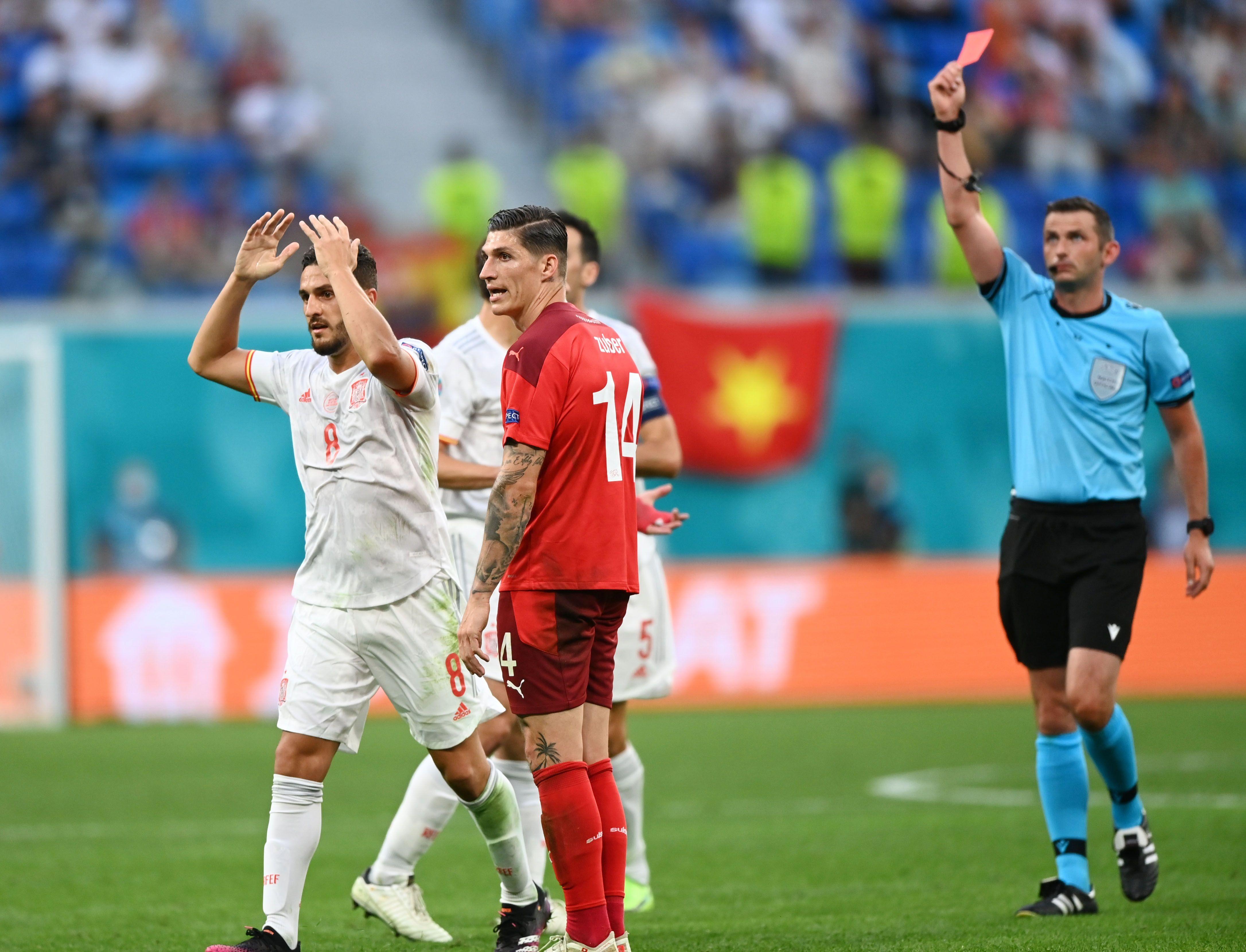 Suiza quedó condicionado por la expulsión de Remo Freuler pero logró llevar el partido hasta los penales (Foto: REUTERS)