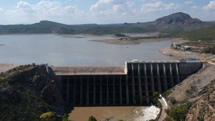 Vista general de la presa Francisco I. Madero, en el estado de Chihuahua. Esta infraestructura permite el abastecimiento del vital liquido a los estados de Arizona y Nuevo México en EEUU, gracias al Tratado de Aguas de México con el vecino del norte (Foto: EFE)