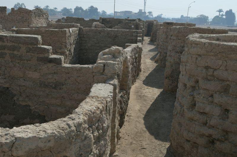 Imagen de un nuevo descubrimiento arqueológico en Luxor, Egipto, fotografía sin fecha. Misión Conjunta del Centro Zahi Hawass para la Egiptologia y Consejo Supremo de Antigüedades/Handout via REUTERS