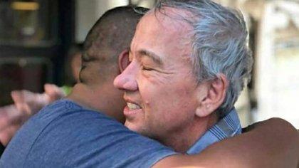 El turista estadounidense que recibió 10 puñaladas en el barrio de La Boca pasó 21 días internado en el Hospital Argerich y al salir le agradeció a Chocobar