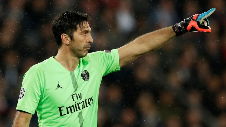 Gianluigi Buffonregresaría a Juventus tras un paso por el PSG(Reuters/ Christian Hartmann)