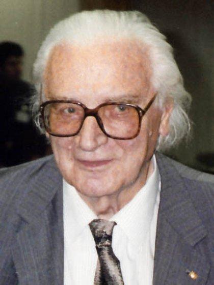 Konrad Zuse, ingeniero alemán, y creador de las computadoras Z1, Z2 y Z3.  (Wikipedia)