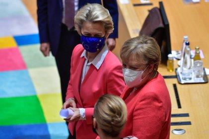 La canciller alemana, Angela Merkel, con la presidenta de la Comisión Europea, Ursula von der Leyen.  John Thys / Pool vía REUTERS