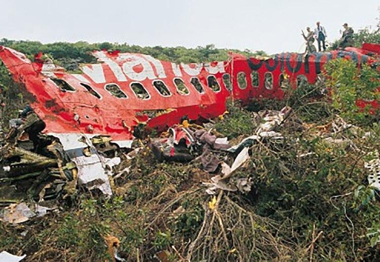 Las 107 personas que estaban en el avión de Avianca, entre pasajeros y tripulación, murieron de inmediato cuando se produjo la explosión minutos después de despegar de El Dorado, en Bogotá