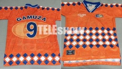 Esta es la camiseta original de Gamuza, que Brian todavía atesora