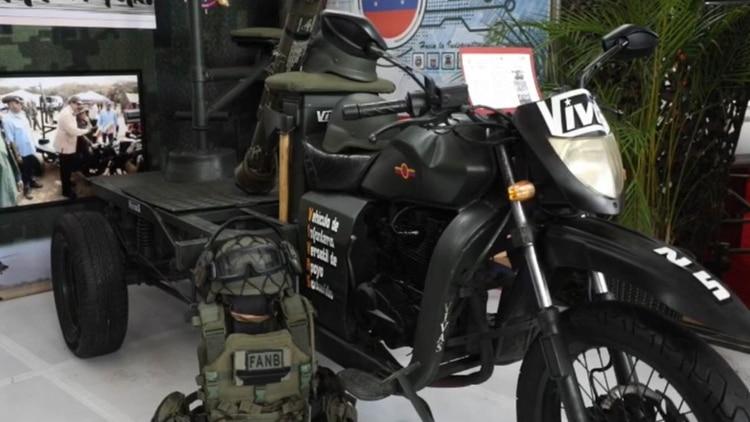 El VIVAS fue desarrollo con material de deshecho y está compuesto por una motocicleta y una plataforma en su parte trasera