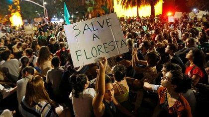 Las protestas del viernes por la noche en Brasil para exigir que se cuide el Amazonas (REUTERS/Adriano Machado)