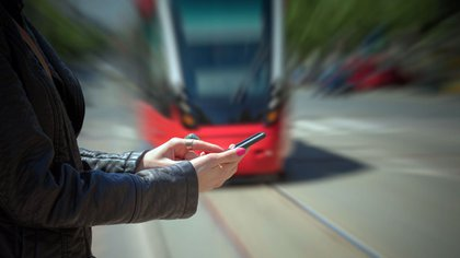Holanda diseñó un sistema para proteger a los peatones distraídos (iStock)