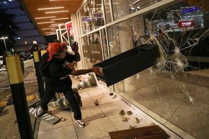 Manifestación contra un Carrefour por la muerte de Joao Alberto Silveira Freitas. REUTERS/Amanda Perobelli     TPX IMAGES OF THE DAY