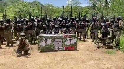"""El CJNG dijo que dejarían tranquilos a quienes apoyaron la lucha del Cártel Santa Rosa de Lima y que ya no habría más enfrentamientos siempre y cuando los familiares del """"Marro"""" frenaran """"la escuela"""" (Foto: Captura de pantalla)"""