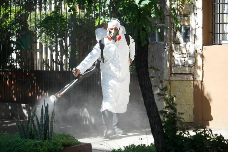 El Municipio fumiga espacios verdes y otros puntos de riesgo para proteger a los vecinos y evitar la proliferación del dengue