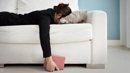 El síndrome de fatiga crónica se caracteriza por la dificultad de recuperar energía luego de un esfuerzo, que puede ser tan pequeño como caminar, hablar o ponerse de pie (Getty Images)