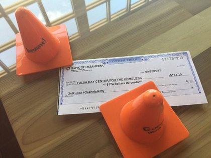 Todos los billetes encontrados son donados mensualmente al refugio de gente sin hogar de Tulsa en Oklahoma (CASHnip Kitty)