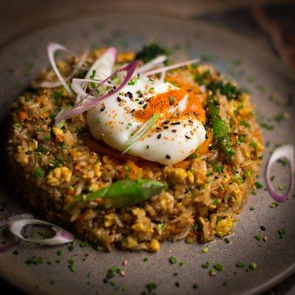 Para estos días, Komyūn prepara un menú de mediodía por $470 y otro para las noches por $790, con platos inspirados en la cocina del sudeste asiático