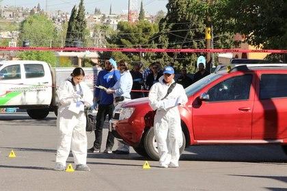 Forenses en la escena del crimen, donde Breach fue asesinada Forensic technicians work at a crime scene where journalist Miroslava en 2017 (Foto: REUTERS)