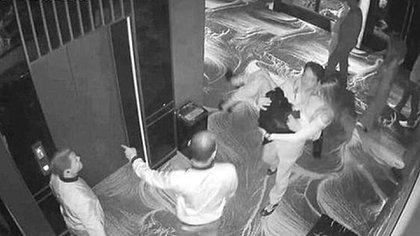 Las cámaras del bar de Bangsar que muestran a Alex Johnson cargando a la modelo holandesa hacia la salida