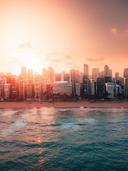 """Denominada la """"Venecia de Brasil"""" por sus numerosas vías fluviales y puentes, Recife es la capital del estado de Pernambuco y una de las ciudades más grandes e importantes de la costa noreste de Brasil (Instagram: @eucurtorecife)"""