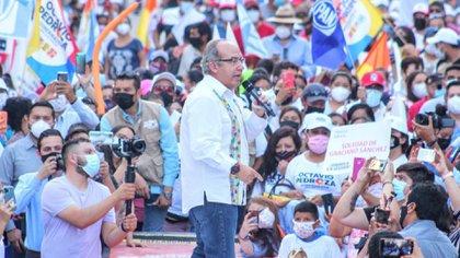 """Felipe Calderón durante el mitin a favor de Octavio Pedroza, candidato de """"Sí por México"""" a la gubernatura de San Luis Potosí (Foto: Twitter/octaviopedroza)"""