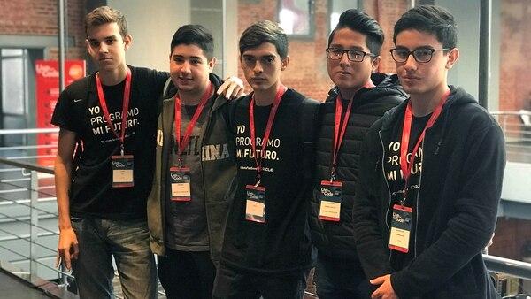 Thomas Rial, Jerónimo Villaverde, Pablo Paidón, Sebastián Méndez Guillén, Maximiliano Aguirre , creadores de Stephen Bot, una plataforma para ayudar a organizar el estudio de las materias.