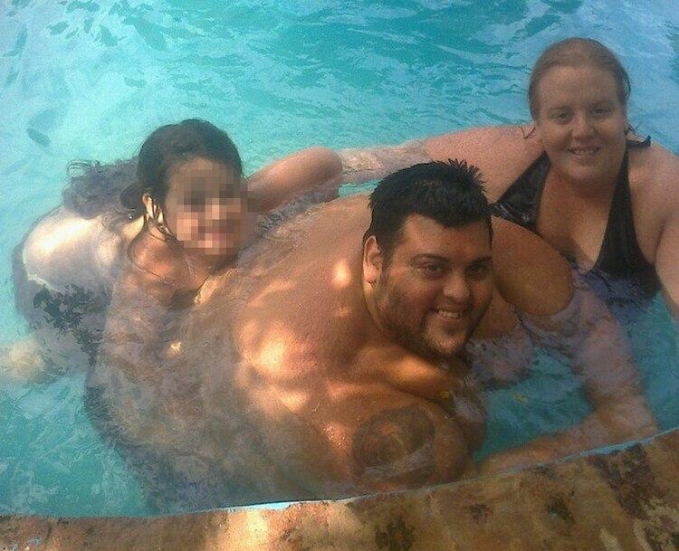 Maxi Oliva, con su esposa y su hija (Foto: Facebook)