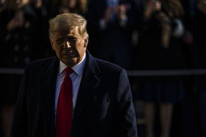 Le président américain Donald Trump quitte la Maison Blanche à Washington, DC, États-Unis, le mardi 12 janvier 2021. Trump prévoit de vanter des sections achevées de son mur frontalier au Texas mardi, son premier événement public depuis qu'il a encouragé les partisans qui ont continué à attaquer le Capitole américain la semaine dernière.
