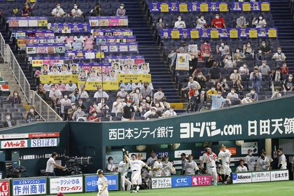 Un partido de béisbol se celebra en Fukuoka, al sudoeste de Japón el 10 de julio último - Kyodo/via REUTERS