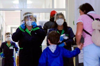 El avance del coronavirus en Europa y EEUU ha generado mucha incertidumbre en los mercados (EFE/EPA/PAOLO SALMOIRAGO)