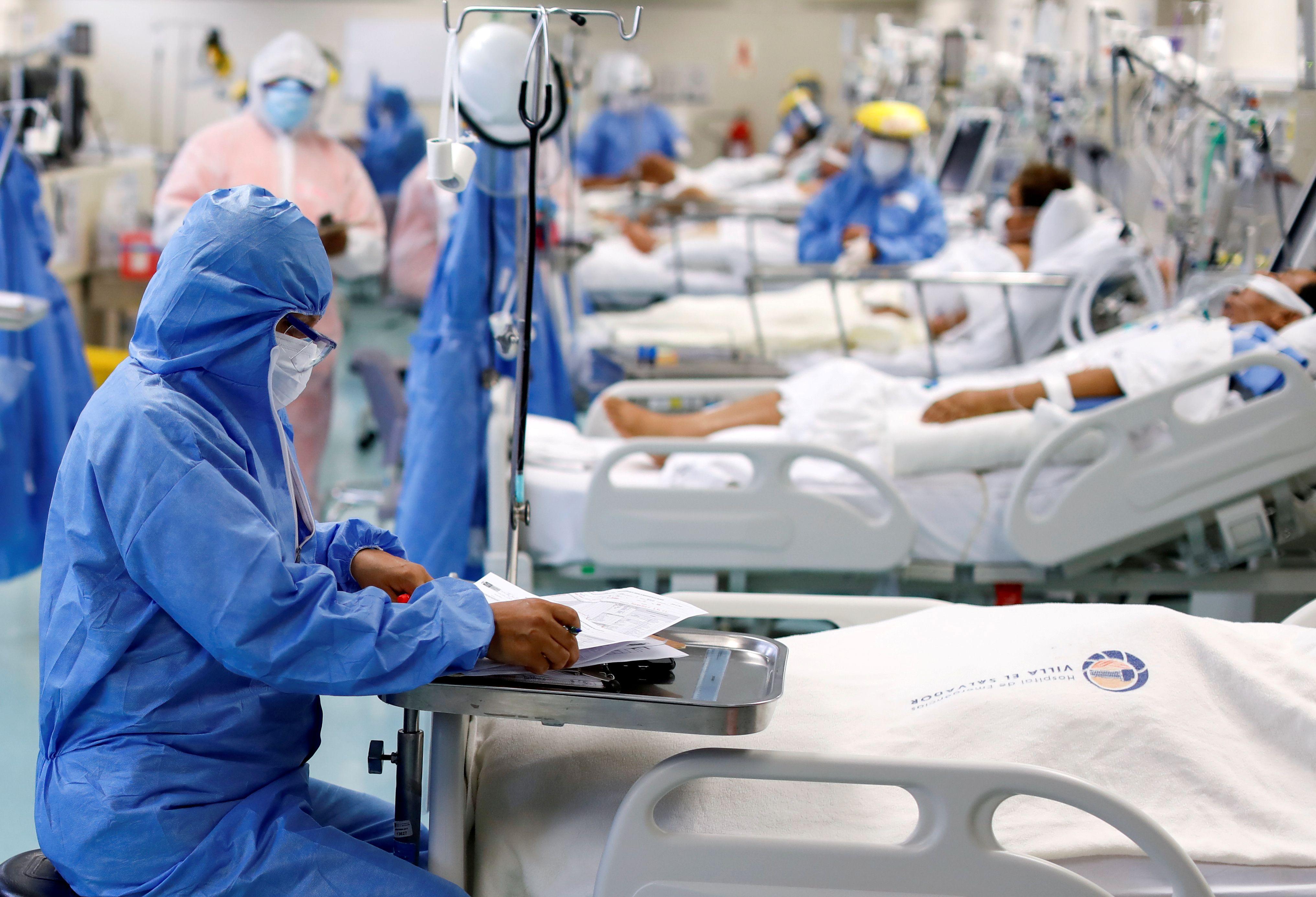 Los datos, de alrededor de 800 pacientes con COVID-19 gravemente enfermos que participaron en un estudio internacional conocido como ensayo REMAP-CAP mostraron que los dos fármacos redujeron las tasas de mortalidad REUTERS/Angela Ponce