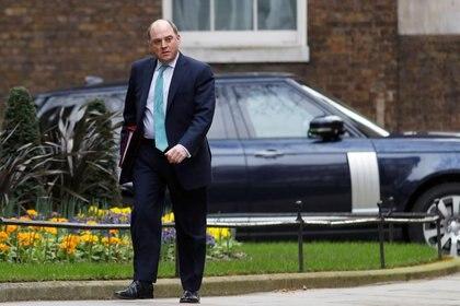 FOTO DE ARCHIVO: El secretario de Defensa británico, Ben Wallace, llega a la reunión semanal del gabinete en Downing Street en Londres, Reino Unido, el 11 de marzo de 2020. REUTERS/Peter Nicholls