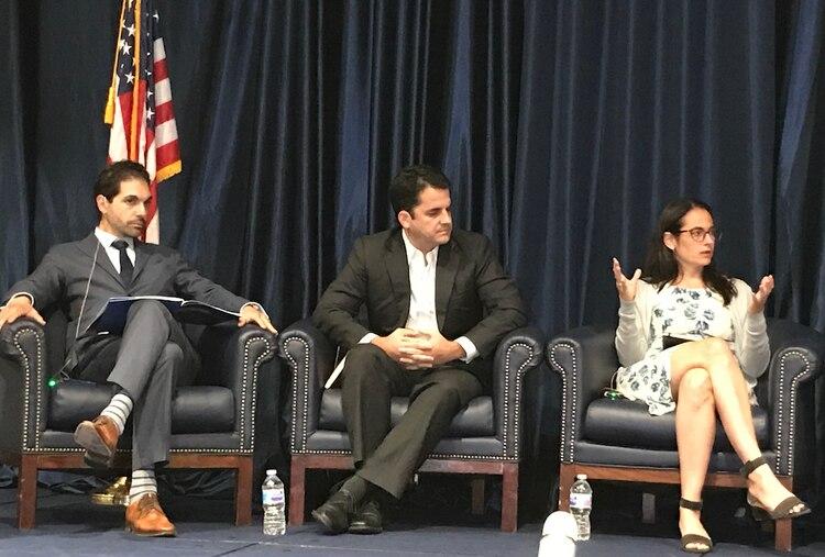 Camilleri, Raúl Stokl y Tamara Taraciuk Broner en FIU. (Leonie Rauls/El Diálogo)