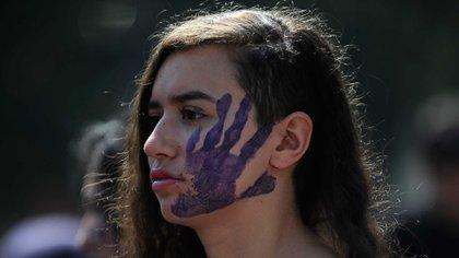 Las denuncias de violaciones en la comunidad latina bajaron un 25 por ciento, y las de violencia doméstica, un 10 por ciento.(AFP)