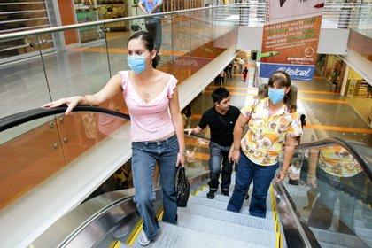 Ampliaron el horario de servicio en centros comerciales. (Foto: Cuartoscuro)